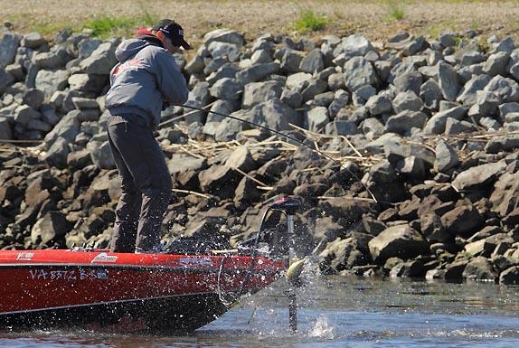 crews_john_1003_delta_day4_fishing_574_espnoss